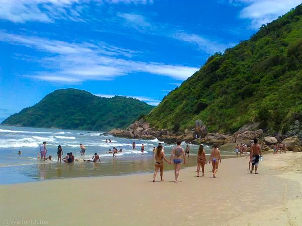 Praia do Tombo... minha favorita *-*