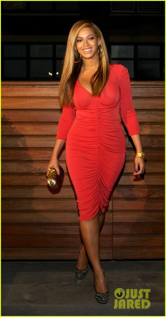 Beyoncé em público pela primeira vez desde que deu à luz a filha Ivy Blue