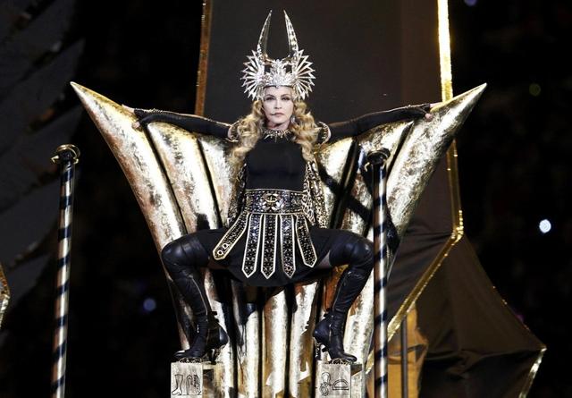 Madonna se apresenta no intervalo do Super Bowl